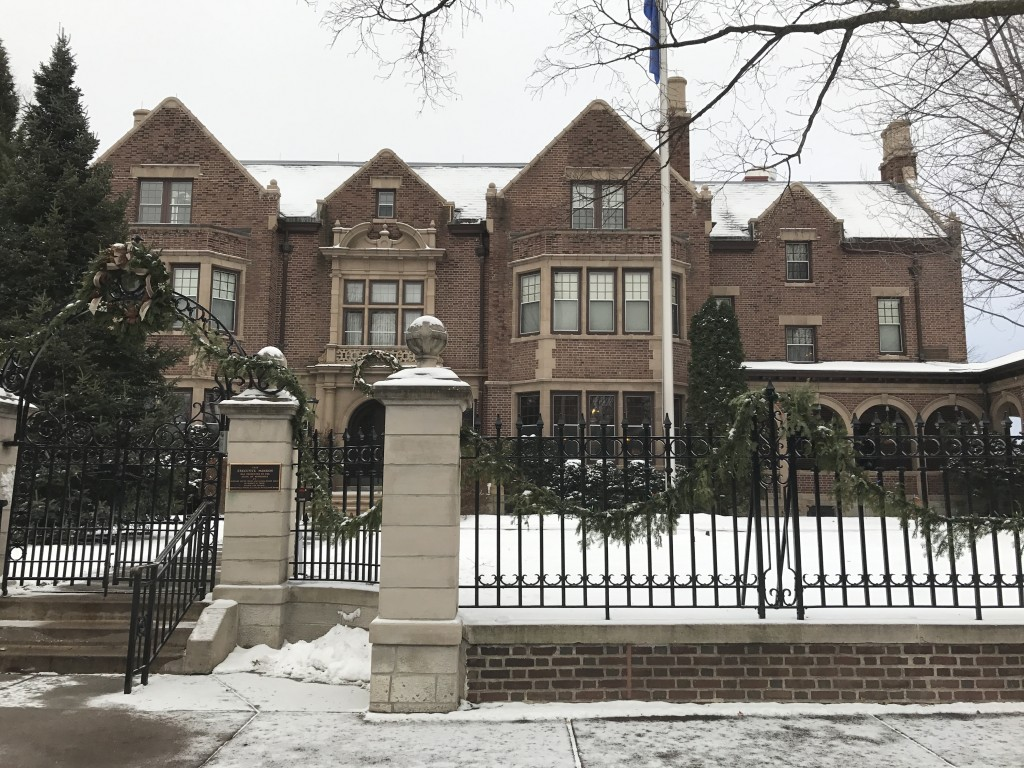 Governors mansion st paul originally known as the horace hills irvine mansion the current governors mansion on summit avenue has twenty rooms and was