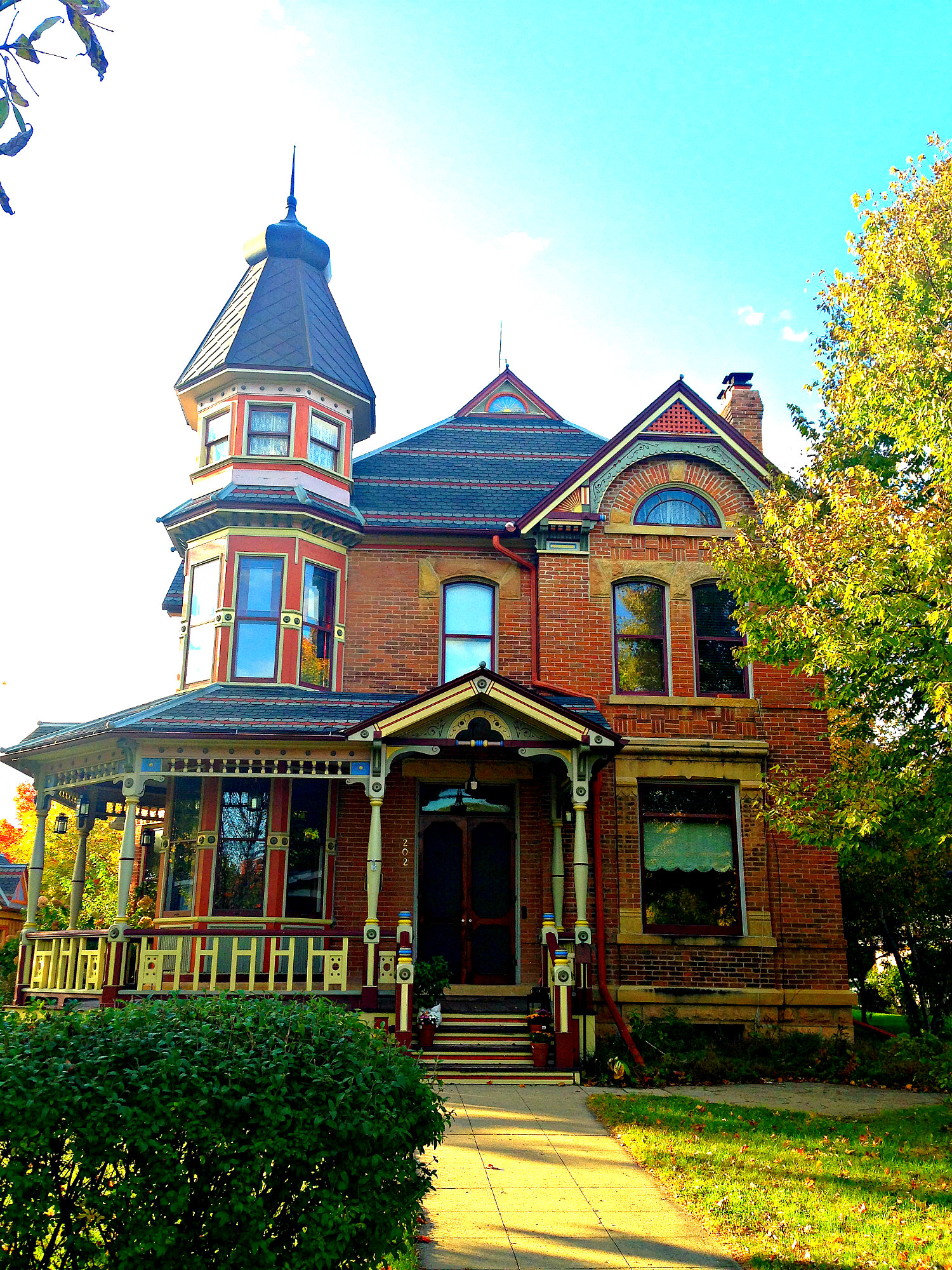 The top 50 coolest houses in minnesota for Features of old houses